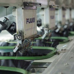 Colocando na máquina bordado
